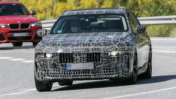 El nuevo BMW Serie 7 2023 es cazado a su paso por el sur de Europa