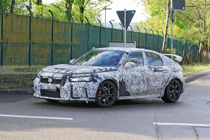 Un prototipo del Honda Civic Type R 2023 se deja ver con nuevo alerón trasero