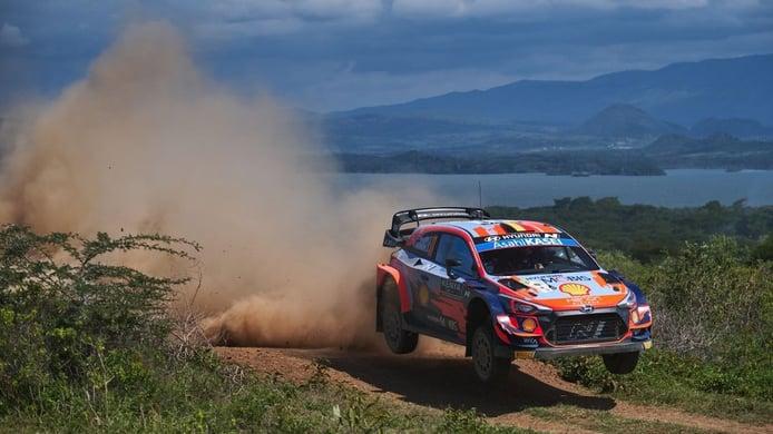 Thierry Neuville manda en el 'drama' de Toyota en el Safari Rally