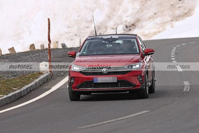 El Volkswagen Taigo 2022 posa sin camuflaje en nuevas fotos espía en los Alpes