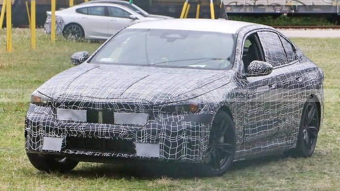 La nueva generación del BMW Serie 5 es cazada por primera vez, ¡y en variante híbrida!