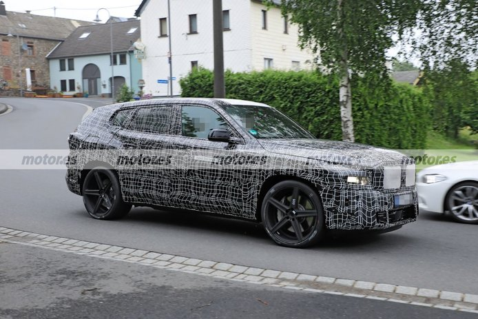 Foto espía BMW X8 M Hybrid - exterior