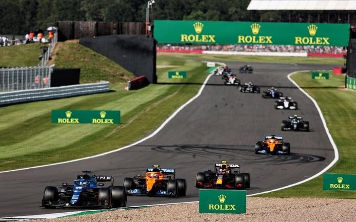 El 'cuarentón' Alonso, impresionado con los 'veinteañeros' de la F1