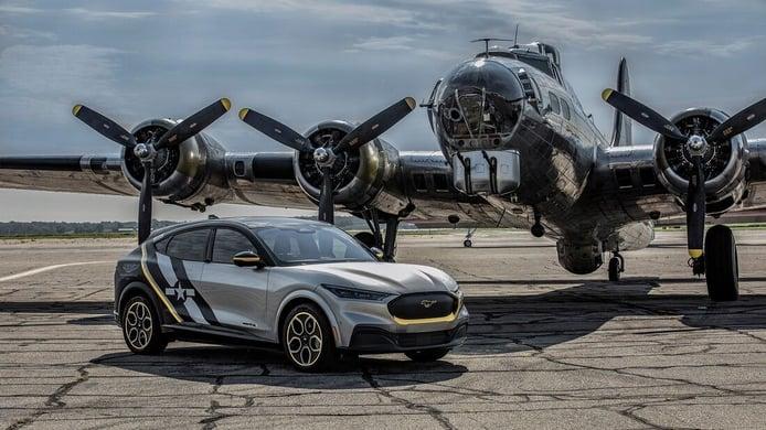 A subasta el Ford Mustang Mach-E EEA con una decoración aeronáutica militar