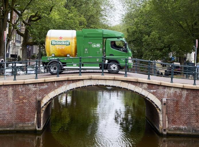 Heineken pone en la calle el primer tanque de cerveza eléctrico del mundo
