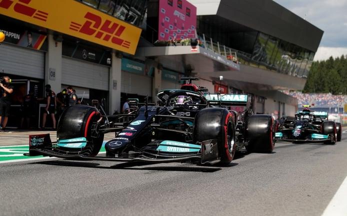 Hamilton reza para que Red Bull no arrase en Silverstone: «Van sobre raíles»