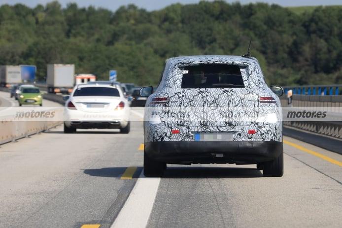 El nuevo Mercedes EQS SUV 2022 pierde camuflaje, al detalle en estas fotos espía