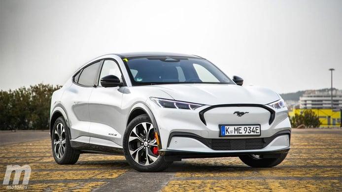 Holanda - Junio 2021: El Ford Mustang Mach-E acelera y escala posiciones
