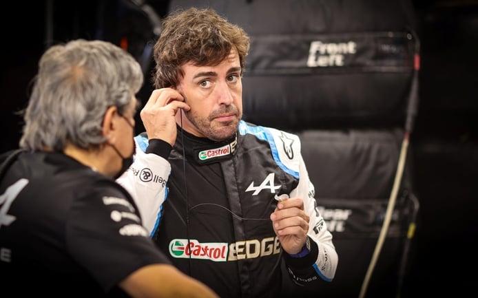 Alonso entiende a Verstappen: «No es británico, siempre será más difícil para él»