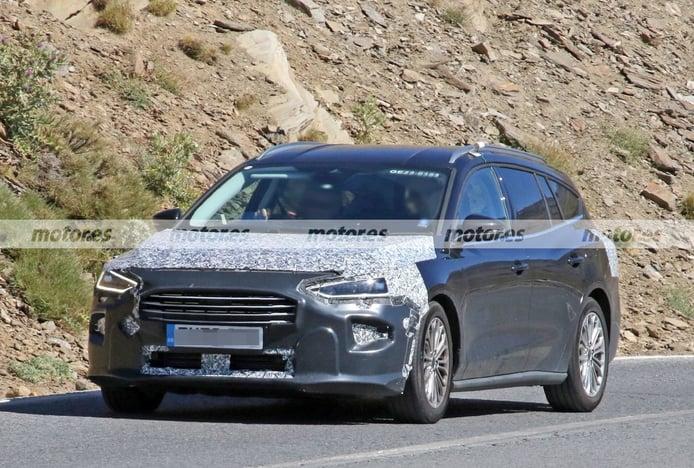 El Ford Focus SportBreak Facelift 2022 reaparece en fotos espía al calor del verano