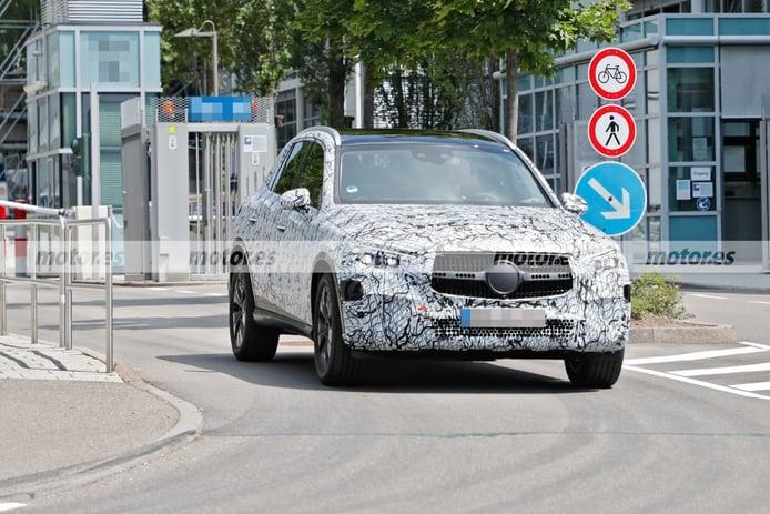 El nuevo Mercedes GLC PHEV 2023 revela nuevos detalles en fotos espía