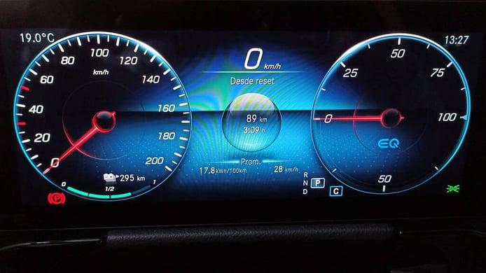 Conducción eficiente con coches eléctricos, ¿es mejor frenada la regenerativa o aprovechar la inercia?