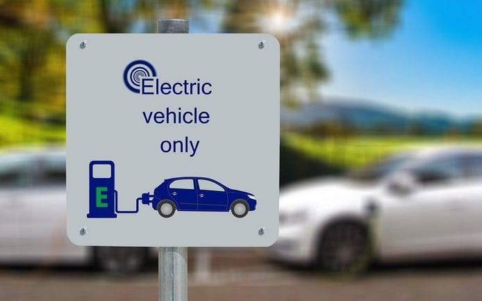 La Unión Europea estudia una severa norma Euro 8 para 2035 y eliminar la combustión