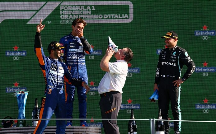 La obra de Zak Brown ya gana con un Ricciardo resucitado