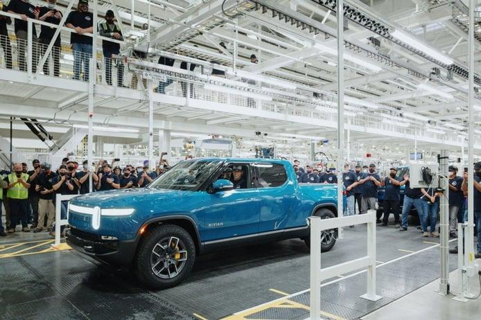 Los primeros Rivian R1T Launch Edition salen al fin de la cadena de montaje