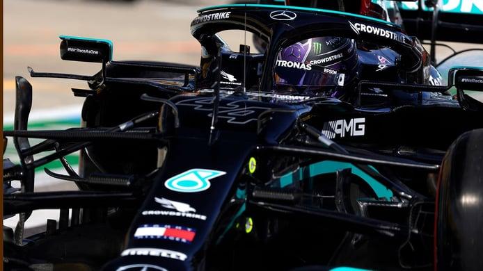 Hamilton se hace centenario en un GP de Rusia frenético con Sainz, 3º