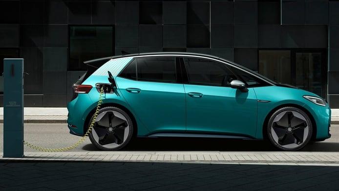 Tesla y Volkswagen encabezan la lucha por el coche eléctrico asequible