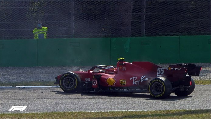 Vídeo: fuerte accidente de Sainz, ¿podrá reparar Ferrari a tiempo para el sprint?