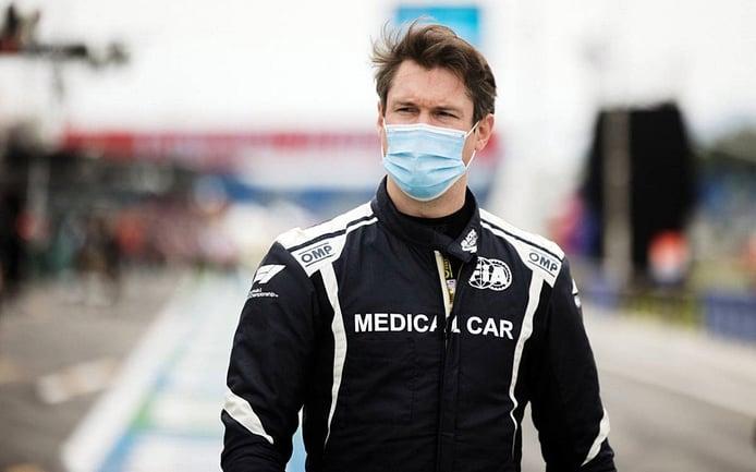 Alan van der Merwe, el piloto antivacunas del coche médico de la F1