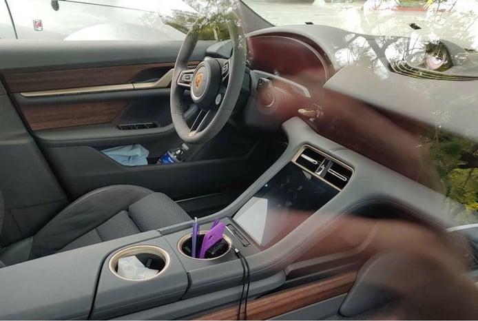 Foto espía Porsche Taycan Cross Turismo 2021 - interior