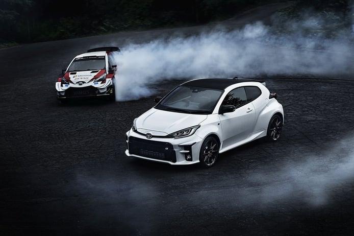 Toyota GR Yaris 2021, junto al Yaris WRC