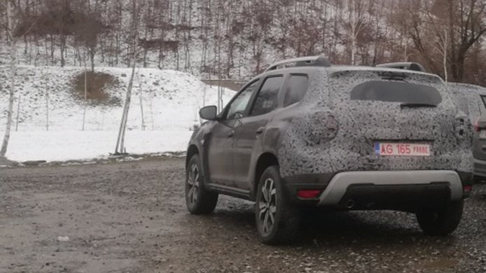 Dacia Duster 2021 - foto espía posterior
