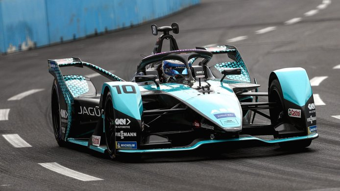 Jean-Eric Vergne conquista un caótico y accidentado ePrix de Roma