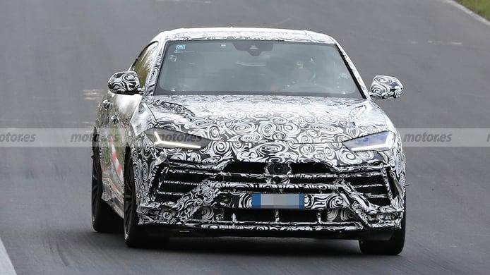 Lamborghini Urus EVO 2022 - foto espía frontal