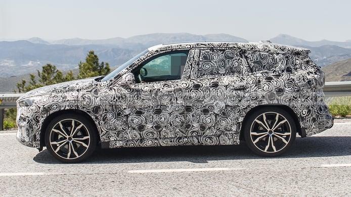 BMW X1 2022 - foto espía lateral