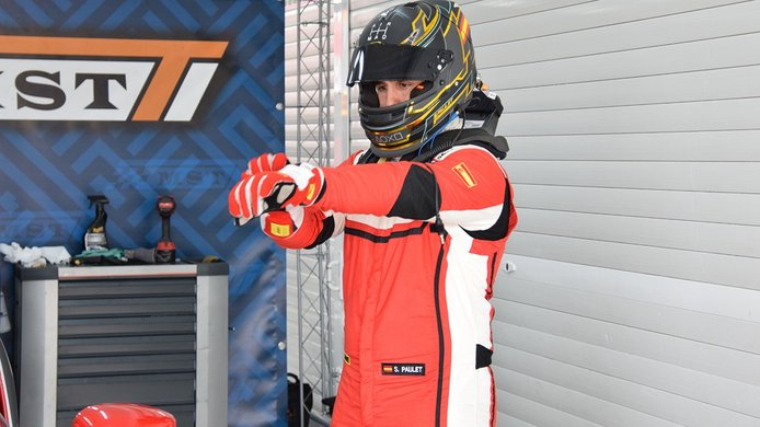 Sergio Paulet en el Ferrari Challenge en Cheste