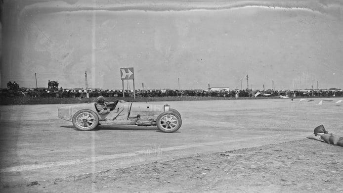 Pierre de Vizcaya afronta una de las chicanes del GP de Francia de 1926