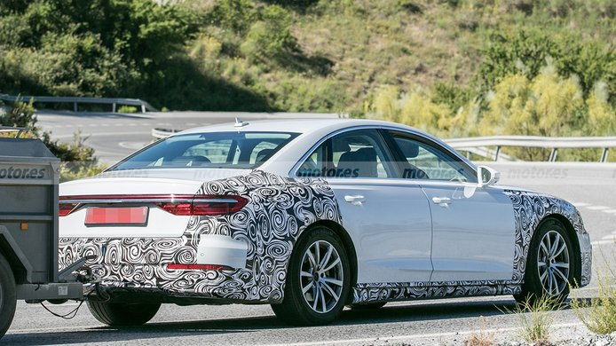 Audi A8 2022 - foto espía posterior