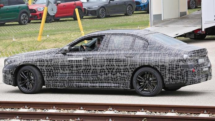 BMW i5 - foto espía lateral