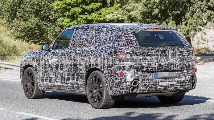 BMW X8 - foto espía posterior