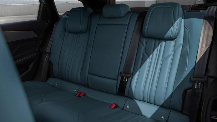 Peugeot 308 SW 2022 - asientos traseros