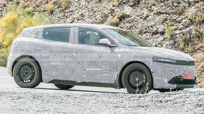 Renault Mégane E-Tech Electric - foto espía lateral