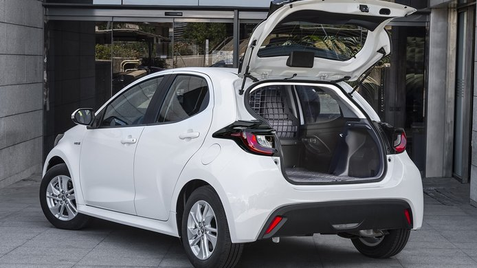 Toyota Yaris ECOVan - posterior