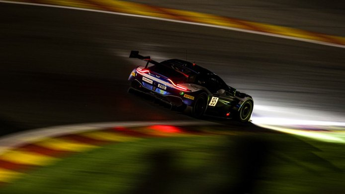 El Ferrari #51 surca la noche belga para liderar las 24 Horas de Spa