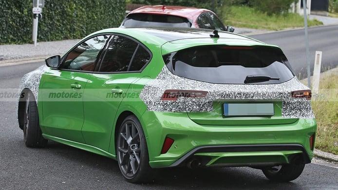 Ford Focus ST 2022 - foto espía posterior