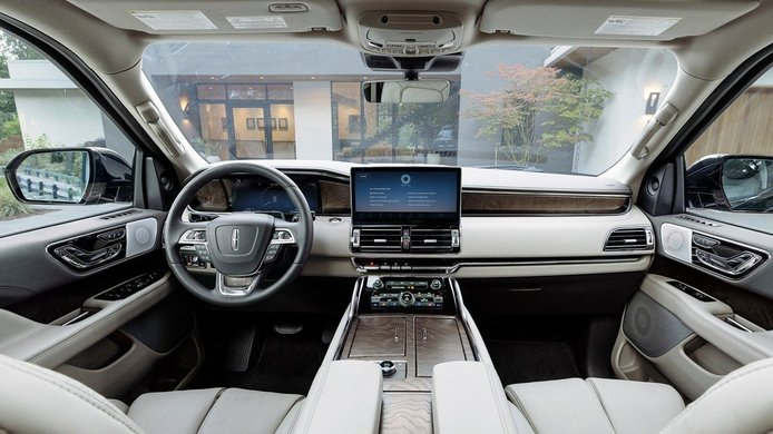 Lincoln Navigator 2022 - interior