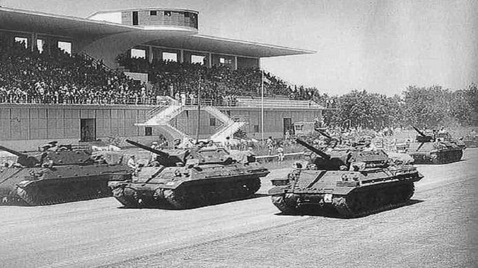 Circuito de Monza en 1945 - desfile militar