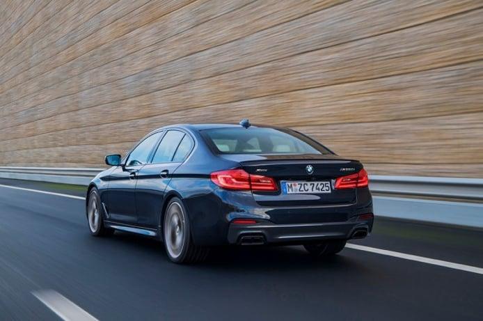 BMW M550i xDrive - posterior