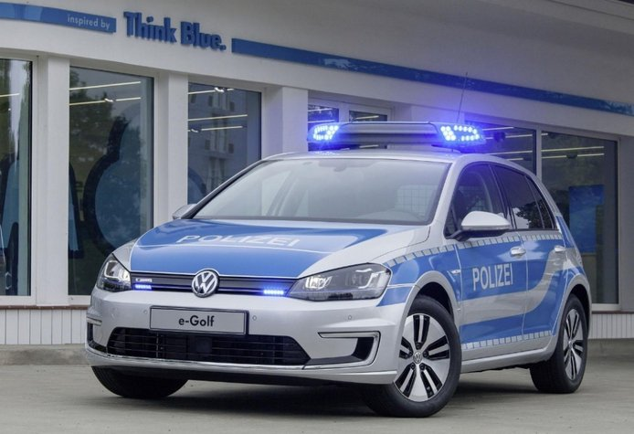 El Volkswagen e-Golf se viste de coche policía