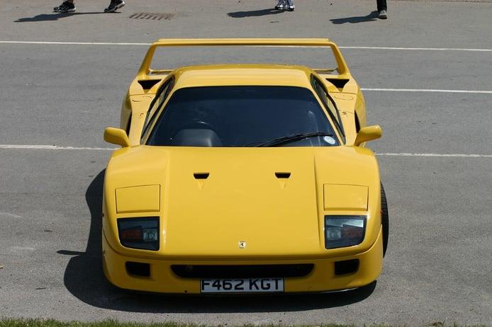 Los raros y veteranos Ferrari amarillos: el F40 de 650 CV del Sultán de Brunei