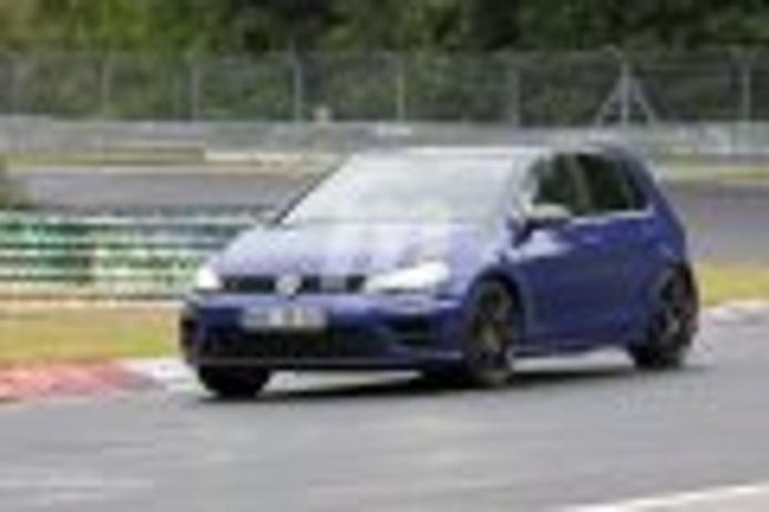El esperado Volkswagen Golf R400 se deja ver en Nürburgring