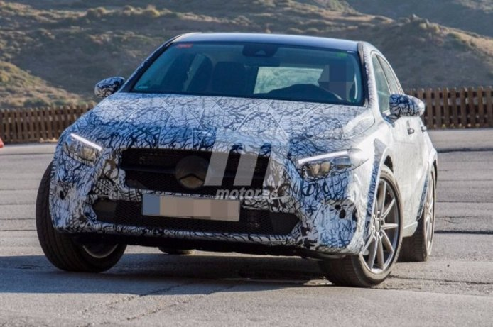 Mercedes GLA 2020 - foto espía frontal