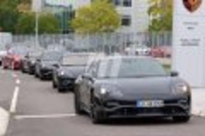 Porsche prueba el Mission E de producción junto a modelos de Tesla