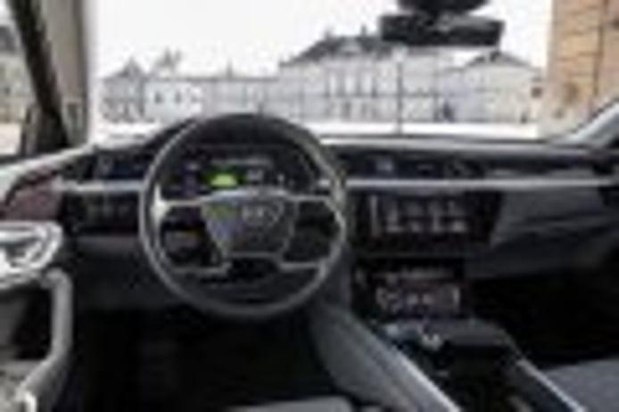El interior del Audi e-tron al descubierto con sus retrovisores digitales