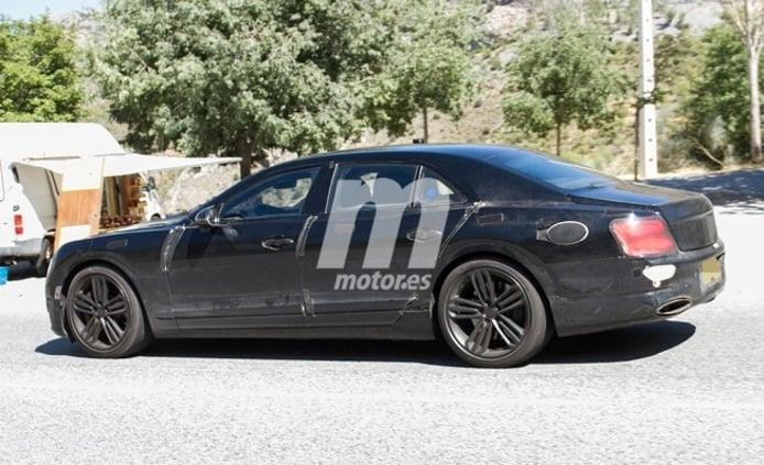 Bentley Flying Spur Hybrid - foto espía lateral