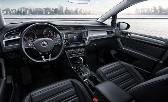Volkswagen Cross Touran L - interior
